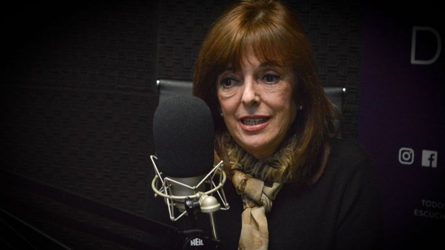 Ana Ribeiro, la historiadora que le dio clases a Manini Ríos y acompañará a Larrañaga al Senado - Entrevista central - Facil Desviarse | DelSol 99.5 FM