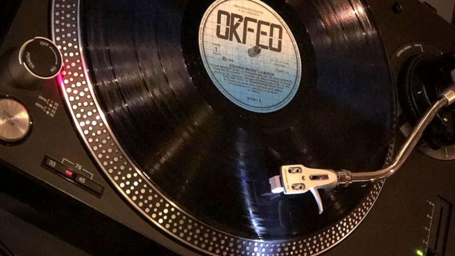 Tarde de vinilos en el Ferrando - Tarde de vinilos - Facil Desviarse | DelSol 99.5 FM