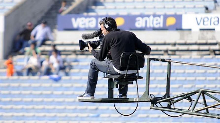 """""""Los derechos de TV definen el futuro económico de los clubes y los procesos de selecciones por cuatro años"""" - Entrevistas - 13a0   DelSol 99.5 FM"""