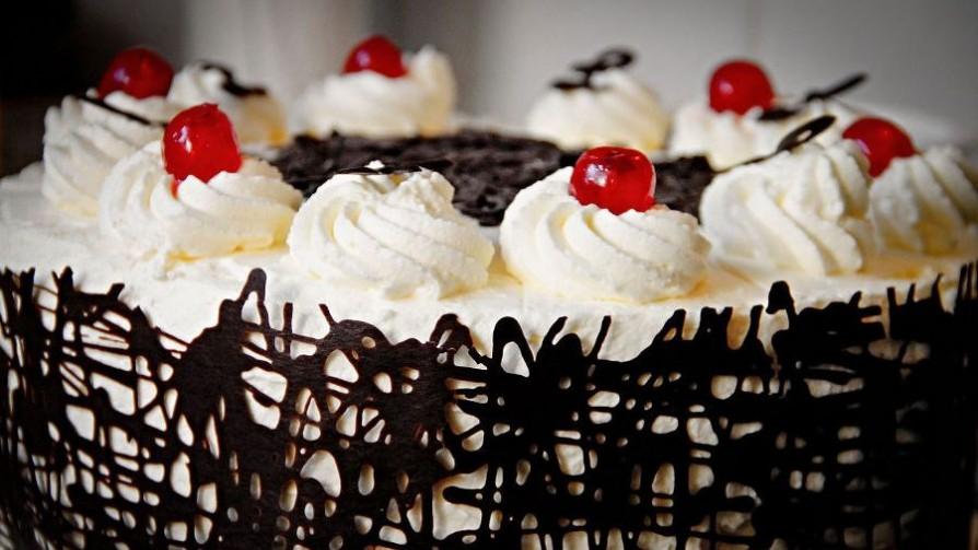 Vas con una torta a un cumpleaños y te llevas lo que sobra, ¿está bien?  - Sobremesa - La Mesa de los Galanes | DelSol 99.5 FM