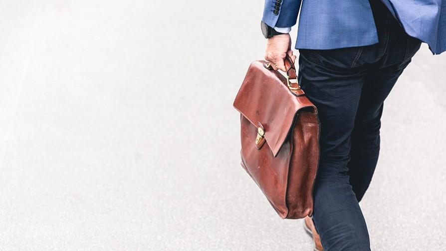 Cómo vestirse para la entrevista de trabajo en un banco y en una agencia - Sobremesa - La Mesa de los Galanes | DelSol 99.5 FM