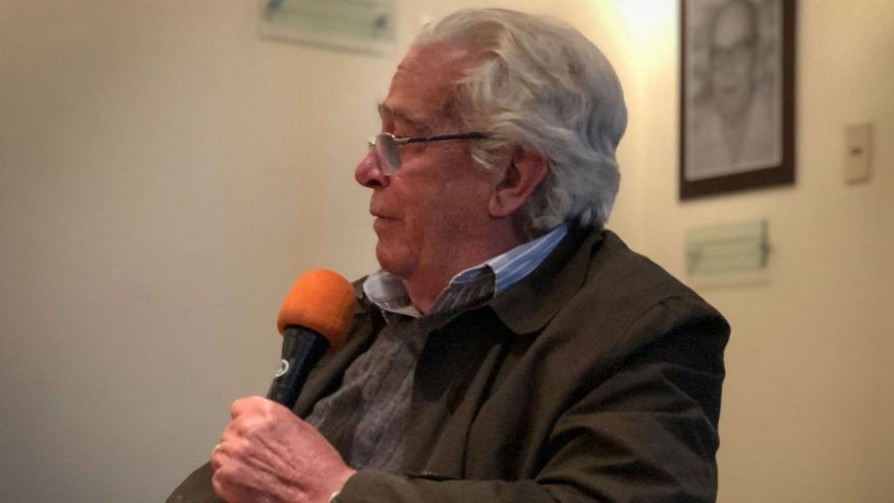 Carlos María Fossati, la voz detrás del poncho  - Audios - Facil Desviarse   DelSol 99.5 FM