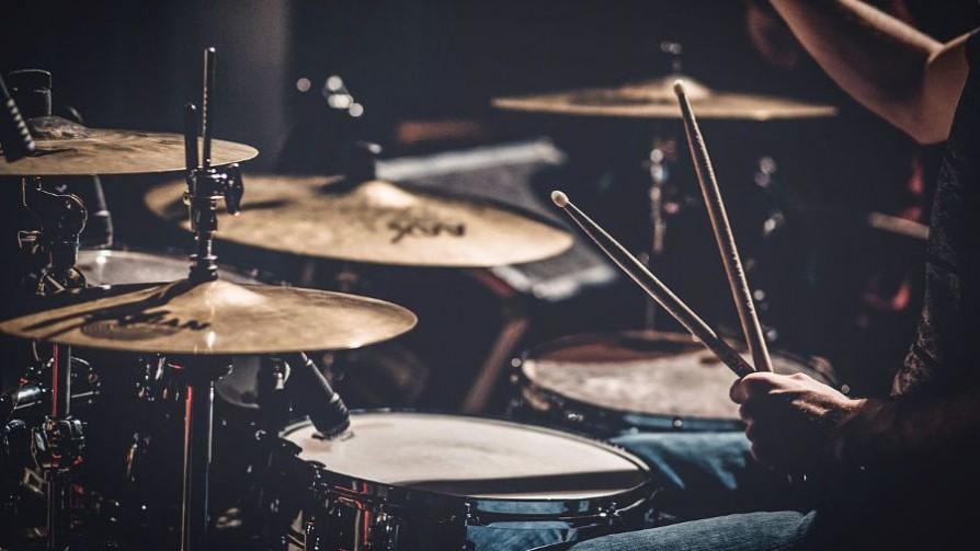 Las mejores baterías del rock - Playlist  - Facil Desviarse | DelSol 99.5 FM
