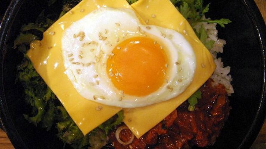 Si tuvieses que erradicar de tu vida el queso o el huevo, ¿cuál sería? - Sobremesa - La Mesa de los Galanes   DelSol 99.5 FM