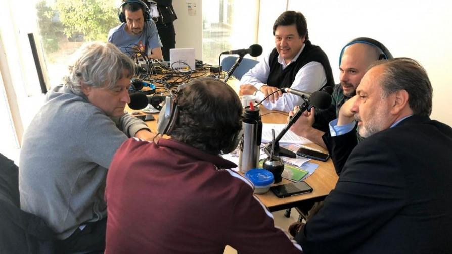 De local y visitante: Frente Amplio - Audios - Facil Desviarse | DelSol 99.5 FM