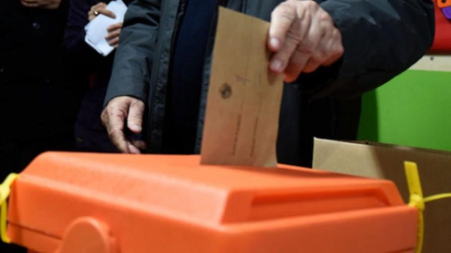 Previa elecciones: pluralidad de listas del FA en el interior y los candidatos avestruz - Patente Única - Facil Desviarse | DelSol 99.5 FM