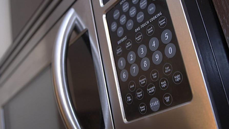 ¿Qué hay detrás de calentar en plásticos en el microondas? - Leticia Cicero - No Toquen Nada | DelSol 99.5 FM