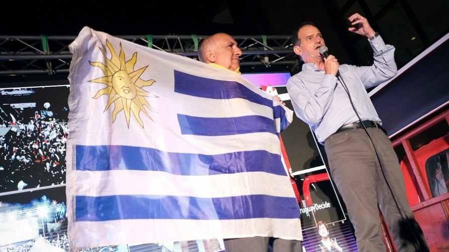 Cabildo Abierto festejó: crónica con su líder que, por una vez, hizo caso - Informes - No Toquen Nada | DelSol 99.5 FM