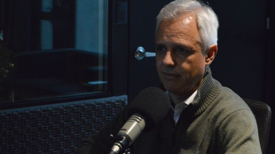 """Adolfo Garcé: el acuerdo de la coalición debe tener """"objetivos claros, confrontables con la evidencia"""" - Entrevista central - Facil Desviarse   DelSol 99.5 FM"""