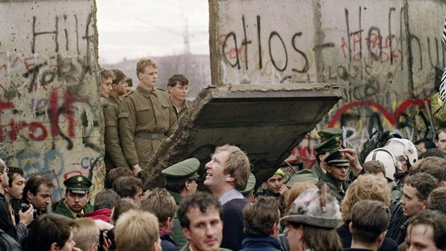 Especial: a 30 años de la caída del Muro de Berlín - Audios - Facil Desviarse | DelSol 99.5 FM