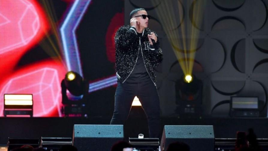 Latin Grammy nuevos para dos viejos chotos - Musica nueva para dos viejos chotos - Facil Desviarse | DelSol 99.5 FM