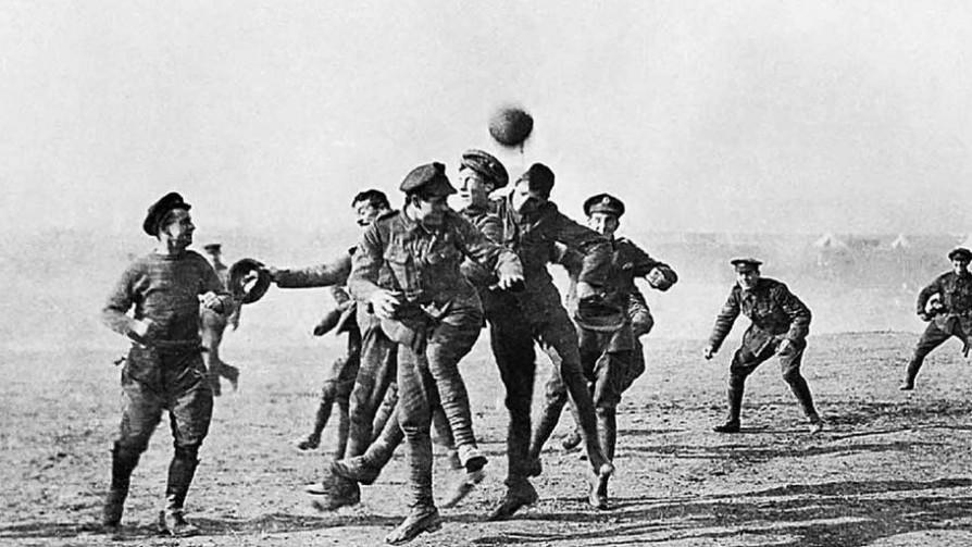 Fútbol en las trincheras - Informes - 13a0 | DelSol 99.5 FM
