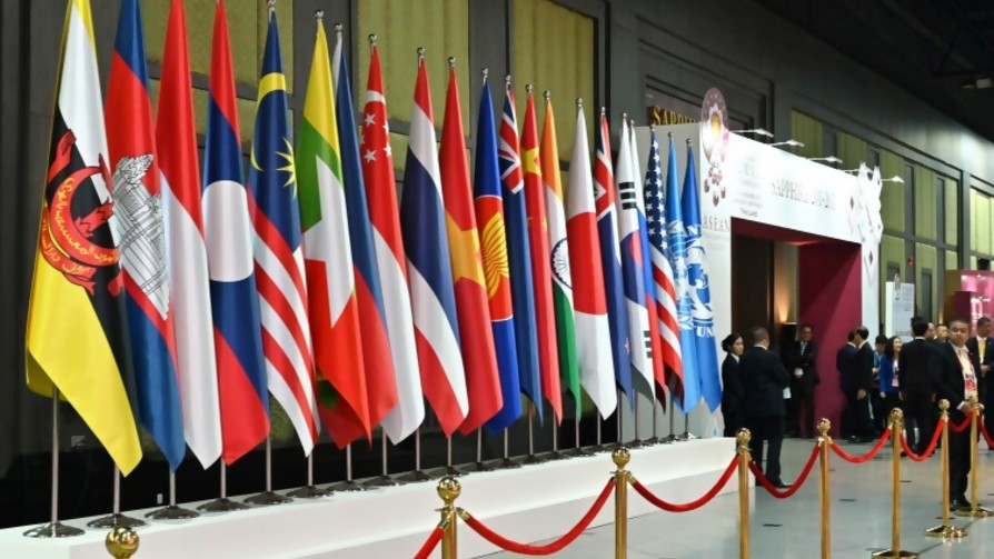 Hagan un país, pónganle nombre y redacten algunos temas de la constitución - Sobremesa - La Mesa de los Galanes | DelSol 99.5 FM