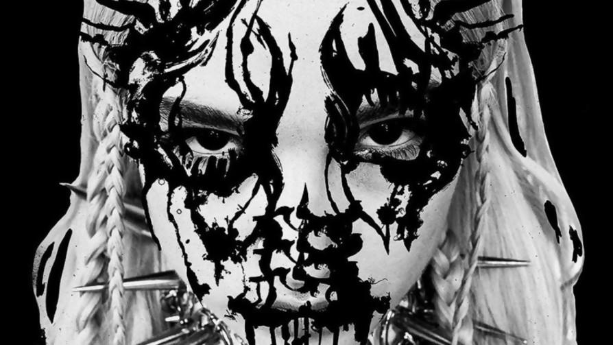 La nueva tendencia en el pop: ¿el metal? - Musica nueva para dos viejos chotos - Facil Desviarse | DelSol 99.5 FM