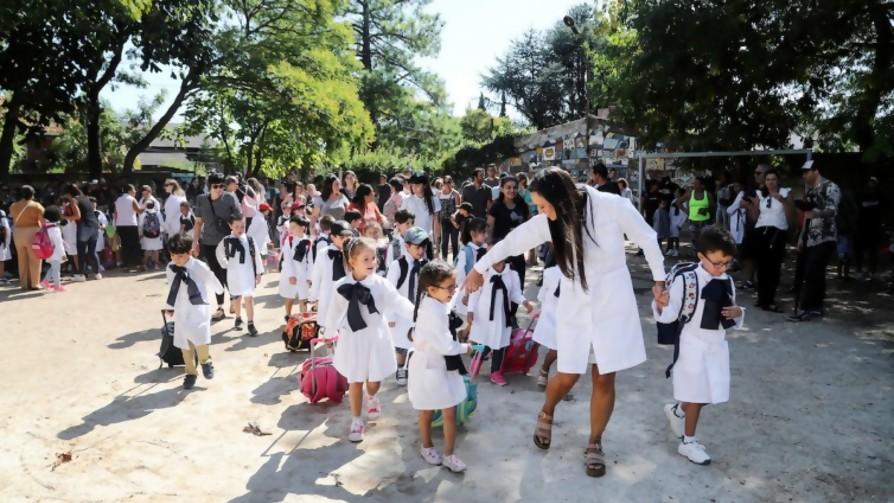 Recuerdos vergonzosos de la escuela - Sobremesa - La Mesa de los Galanes | DelSol 99.5 FM