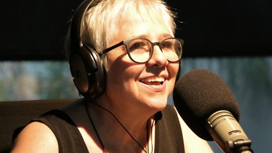 Laura Canoura escuchó las 40 - Playlist  - Facil Desviarse | DelSol 99.5 FM