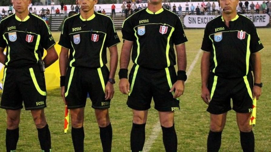 El equipo sin hinchas: Los árbitros de OFI - Informes - 13a0 | DelSol 99.5 FM
