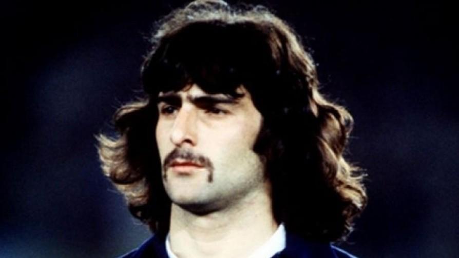 El bigote embrujado de Kempes - Informes - 13a0 | DelSol 99.5 FM