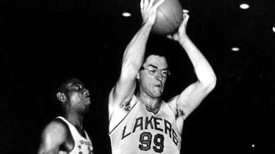 El basquetbolista que cambió las reglas del juego - Informes - 13a0 | DelSol 99.5 FM