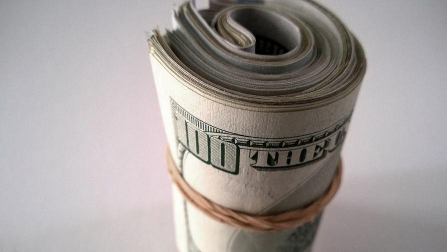 Tengo una plata ahorrada que era para un viaje, ¿la gasto en cosas cotidianas o la aguanto? - Sobremesa - La Mesa de los Galanes | DelSol 99.5 FM