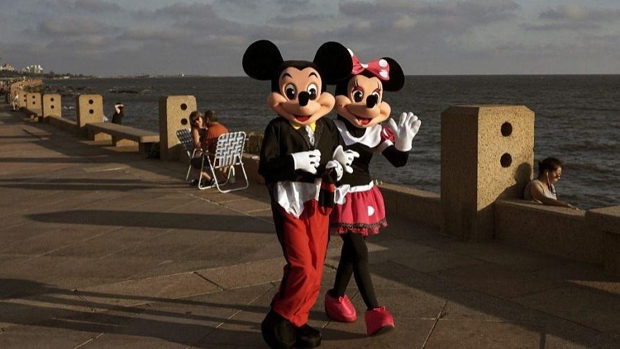 Disney envió al seguro de paro a sus empleados y ellos organizan una olla popular, ¿quién hace qué? - Sobremesa - La Mesa de los Galanes | DelSol 99.5 FM