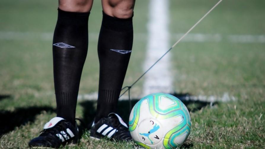 El fútbol se hace el crocante y amaga con volver - Deporgol - La Mesa de los Galanes | DelSol 99.5 FM