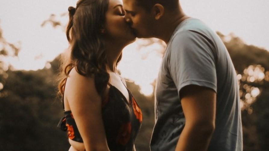 Tema libre: el primer beso - Sobremesa - La Mesa de los Galanes   DelSol 99.5 FM