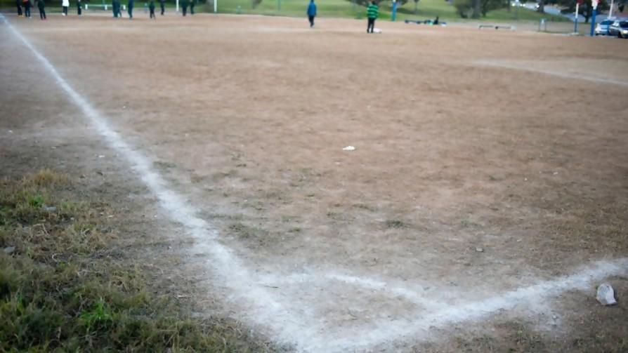 Cientos fuera de la casa jugando al fúlbol - La Charla - La Mesa de los Galanes | DelSol 99.5 FM