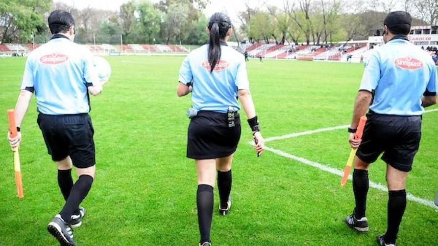¿En qué consiste el reclamo de los árbitros a la AUF y cómo se puede solucionar? - Informes - 13a0 | DelSol 99.5 FM