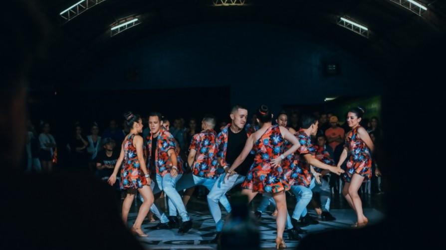 Vamos a bailar la cumbia, la cumbia del Panamá. - Corré los muebles  - Pueblo Fantasma | DelSol 99.5 FM