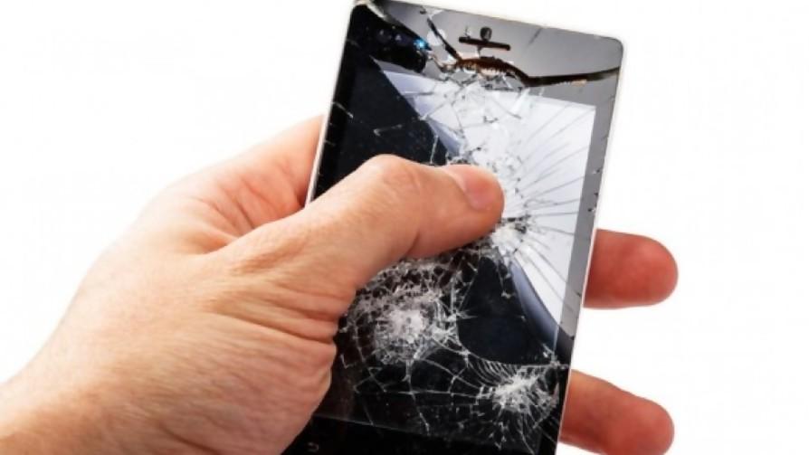 Agarran tu celular para hacerte una broma, se cae y se rompe, ¿quién lo paga? - Sobremesa - La Mesa de los Galanes | DelSol 99.5 FM
