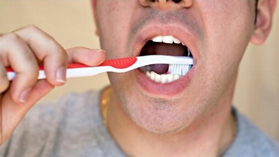 ¿Qué porcentaje de personas se lava los dientes al mediodía? - Sobremesa - La Mesa de los Galanes | DelSol 99.5 FM