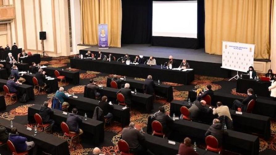 Los cambios que aprobó el Congreso de la AUF - Informes - 13a0 | DelSol 99.5 FM
