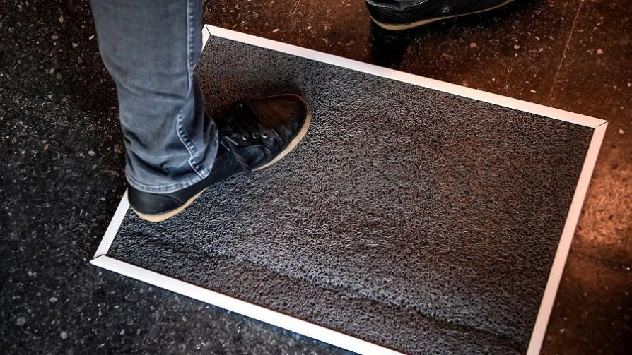 Ahora dicen que las alfombras desinfectantes no sirven para el covid y que son un riesgo - Departamento de Periodismo de Opinión - No Toquen Nada | DelSol 99.5 FM