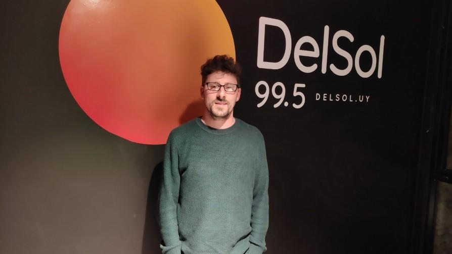Rodrigo Inthamoussu: componer y viajar sólo con la guitarra - Entrevistas - 13a0   DelSol 99.5 FM