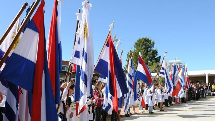 La propuesta de abanderados de una sola bandera y pagos - Columna de Darwin - No Toquen Nada | DelSol 99.5 FM