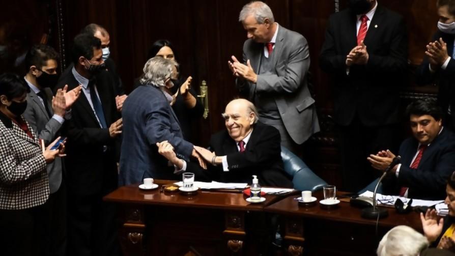 Aplausos para Sanguinetti y Mujica, dos ganadores de la vida - Columna de Darwin - No Toquen Nada | DelSol 99.5 FM