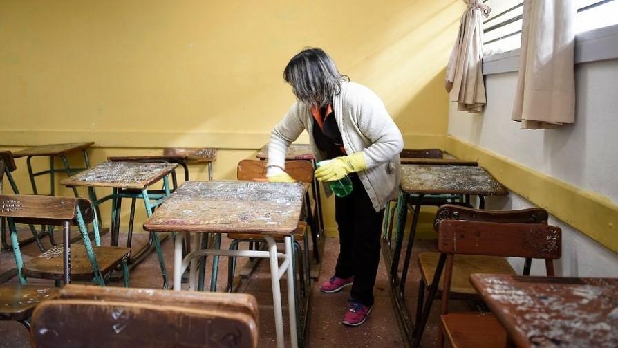 La mitad de clases en el liceo de Minas por 30 centímetros de protocolo  - Entrevistas - No Toquen Nada | DelSol 99.5 FM
