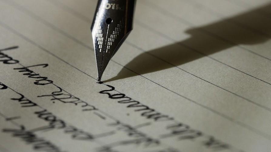 Heterónimos, nombres de pluma, testaferros - El guardian de los libros - Facil Desviarse | DelSol 99.5 FM