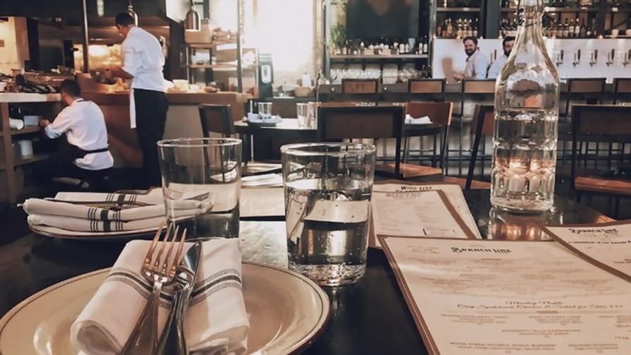 Salir a comer: ¿qué es peor, que demoren con la comida o con la cuenta? - Sobremesa - La Mesa de los Galanes | DelSol 99.5 FM