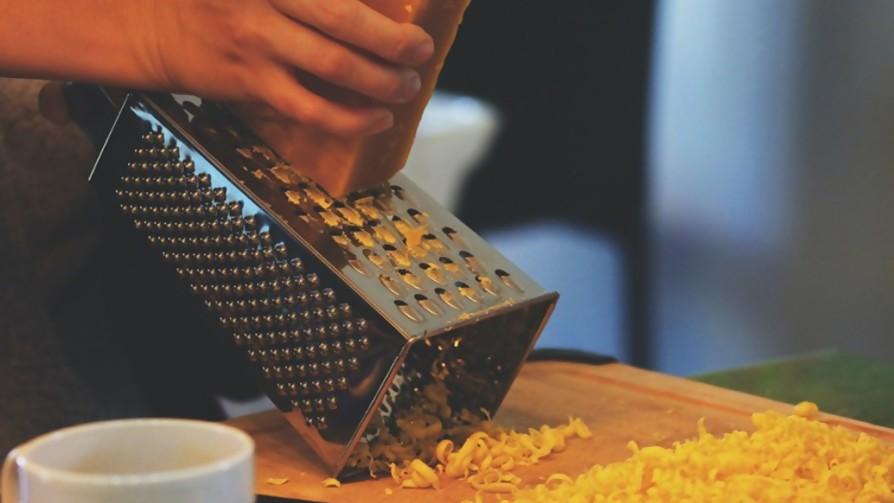 ¿Qué utensilio de cocina es más importante, el rallador o el colador? - Sobremesa - La Mesa de los Galanes | DelSol 99.5 FM