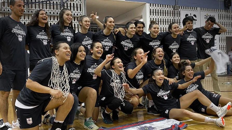 Campeonas: Defensor Sporting femenino dio el batacazo en el básquetbol  - Alerta naranja: basket - 13a0 | DelSol 99.5 FM