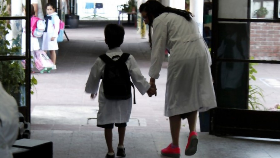 La madre que cobró deuda de inmunidad en la escuela y el autor del estudio de Sinovac en Chile - NTN Concentrado - No Toquen Nada   DelSol 99.5 FM