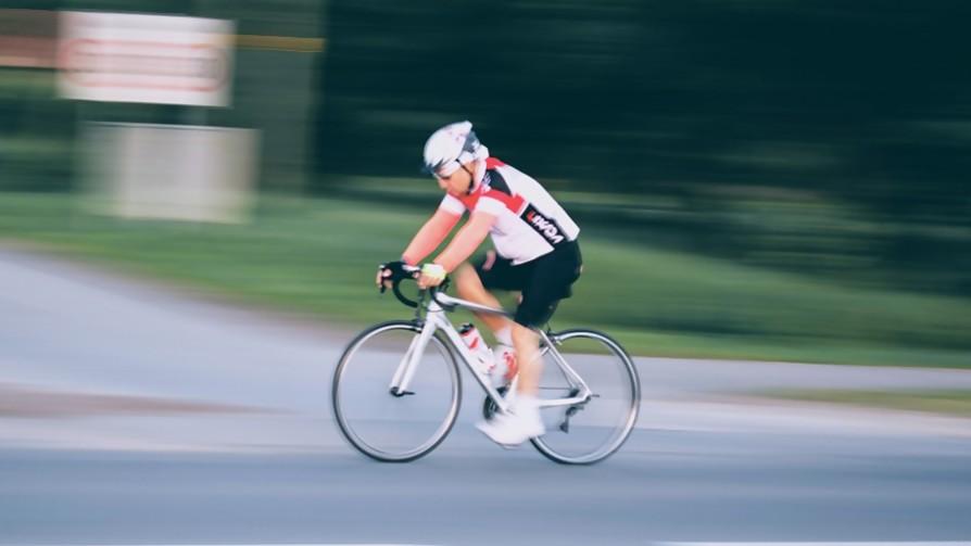 El último ciclista  - Arranque - Facil Desviarse | DelSol 99.5 FM