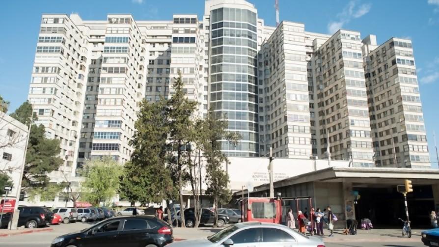 Se picó el Hospital de Clínicas, es el Salón Makao de la Pandemia, un Tinder de población de riesgo - Columna de Darwin - No Toquen Nada   DelSol 99.5 FM