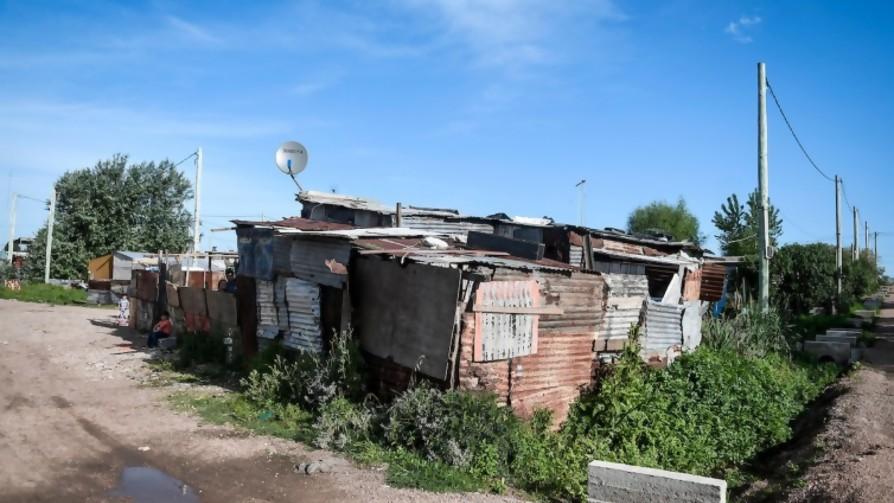 Aumentó la cantidad de familias en asentamientos, según relevamiento de TECHO - Entrevista central - Facil Desviarse   DelSol 99.5 FM