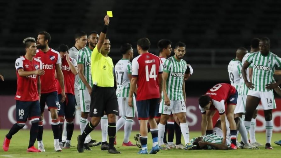 La Conmebol y su empatía: qué pasa en Colombia y por qué la pelota siguió rodando - Arranque - Facil Desviarse   DelSol 99.5 FM