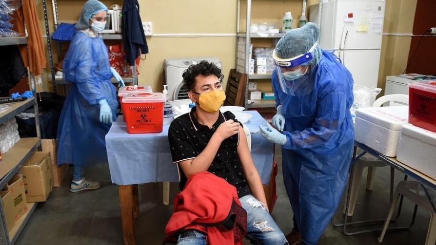 En un minuto: ¿por qué se definió vacunar a adolescentes? - MinutoNTN - No Toquen Nada | DelSol 99.5 FM