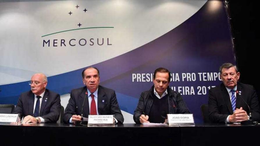 El Mercosur y El Cuarteto de Nos, una explicación de Darwin para los millennials - Columna de Darwin - No Toquen Nada   DelSol 99.5 FM