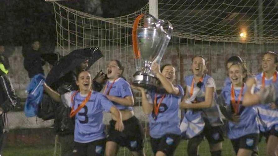 Atlético Valdense campeón nacional del fútbol femenino  - Deporgol - La Mesa de los Galanes | DelSol 99.5 FM